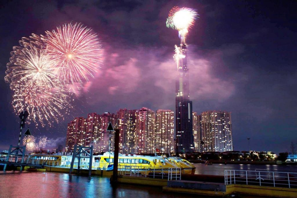 Top destinations to observe New Year's fireworks in Saigon