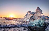 Bãi biển 'kim cương' độc nhất vô nhị ở Iceland